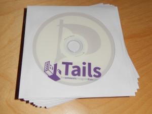 Ein Stapel DVDs des auf Anonymität getrimmten Live-Betriebssystems Tails.