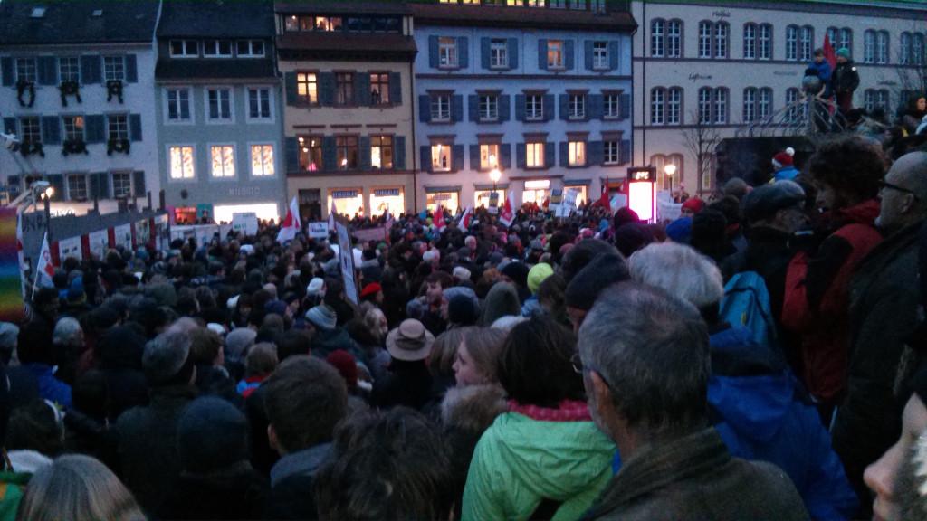 Aufstellung zur NoPEGIDA-Demo auf dem Augustinerplatz.