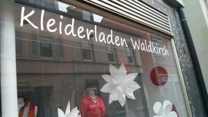 Schaufenster des Waldkircher Kleiderladens.
