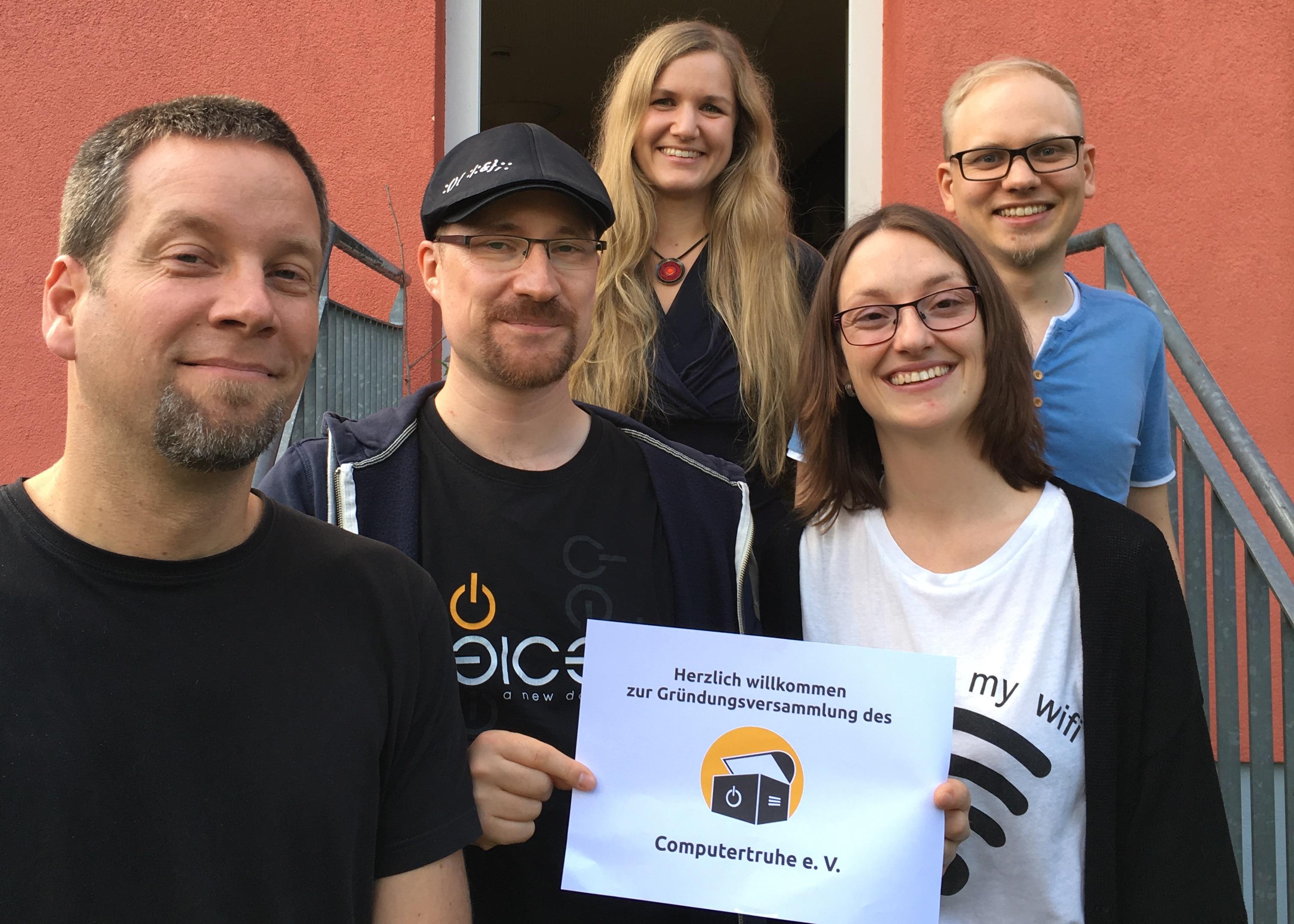 Foto aller Vorstandsmitglieder des ersten Vorstands der Computertruhe.